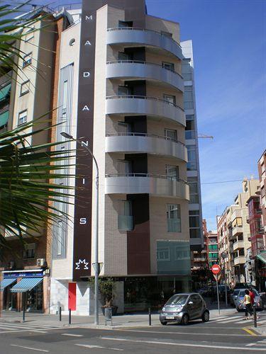 Hotel madanis hospitalet llobregat compar dans 4 agences for Hotel pas cher catalogne