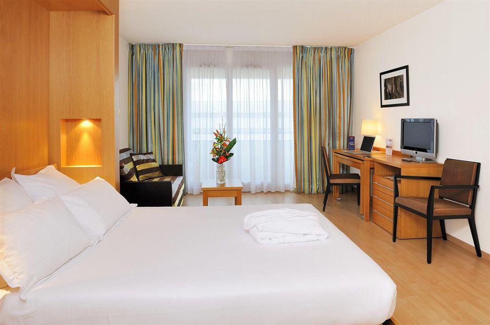 hotel mercure paris massy gare tgv massy compar dans 3 agences. Black Bedroom Furniture Sets. Home Design Ideas