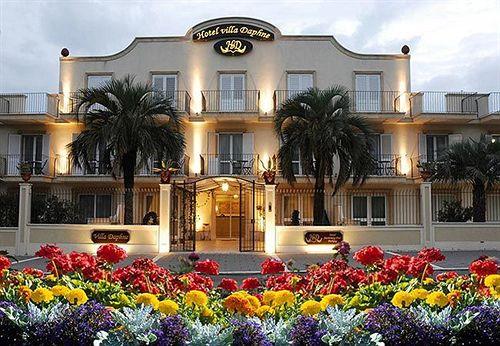 Hotel villa daphne giardini naxos compar dans 4 agences for Comparateur hotel italie