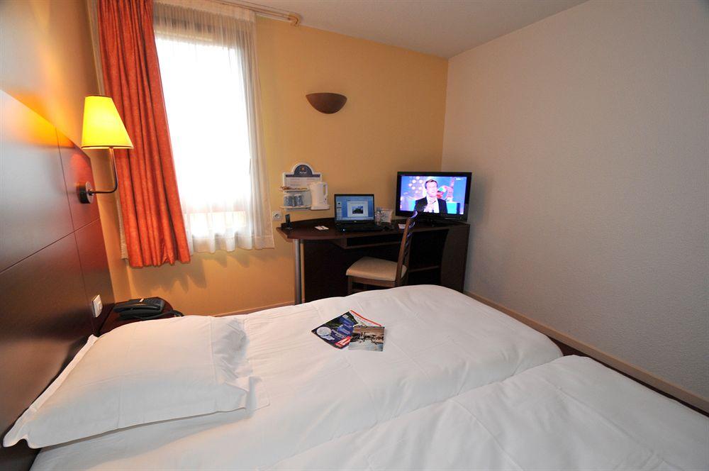 hotel premiere classe chateauroux saint maur. Black Bedroom Furniture Sets. Home Design Ideas