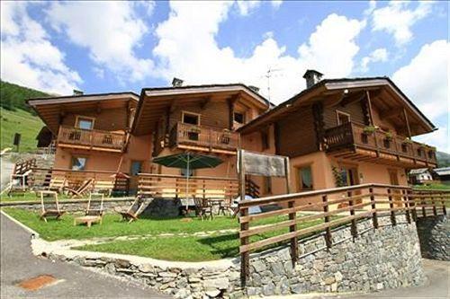 Hotel turin aosta compar dans 4 agences for Case in pietra e tronchi