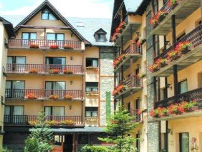 Suite aparthotel y spa eth refugi d 39 aran vielha compar for Hotel pas cher catalogne