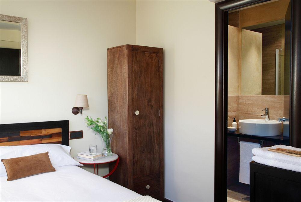 Hotel ainb born damas studio barcelone compar dans 3 for Hotel pas cher catalogne