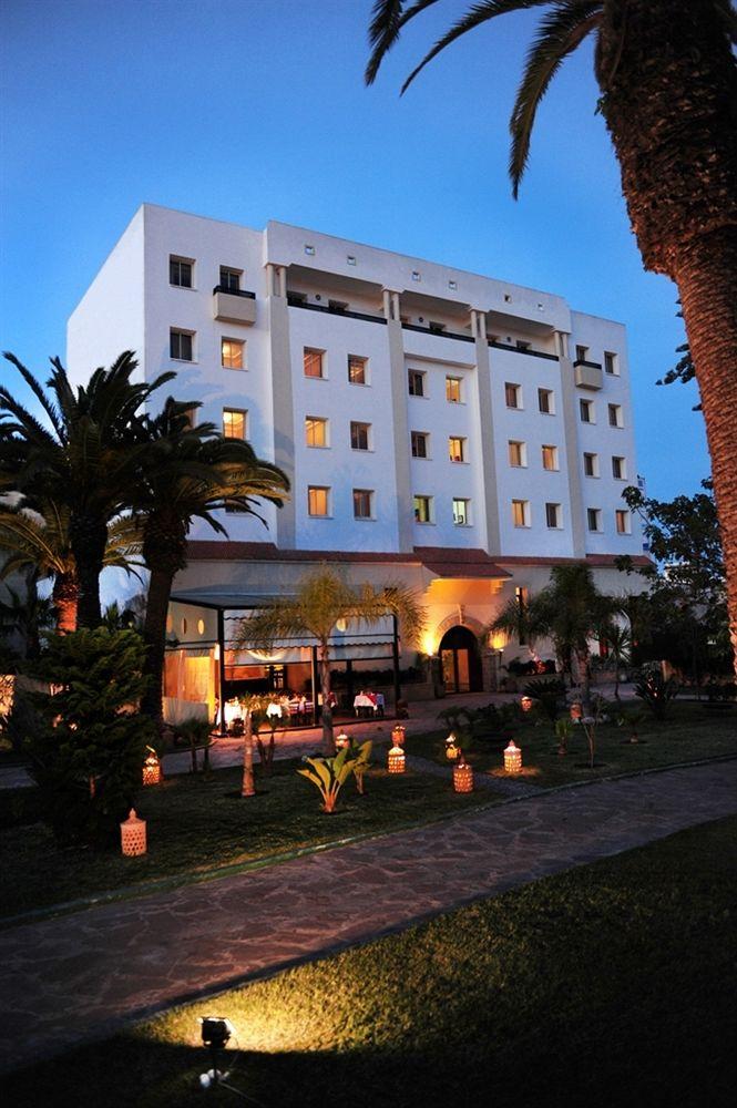 Location de voiture pas cher el jadida octobre for Location hotel pas cher