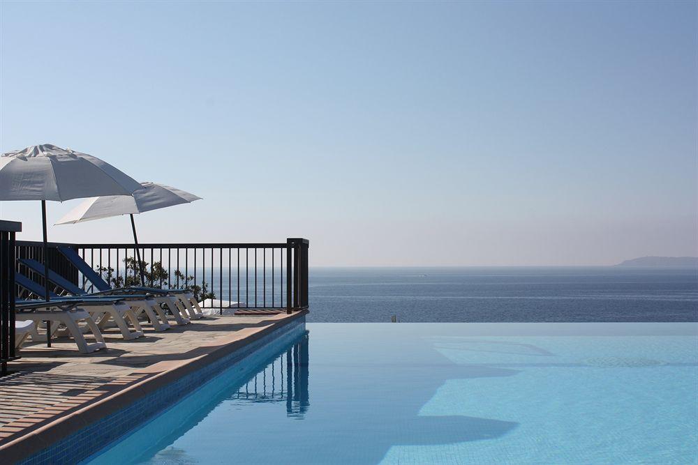 azur hotel le lavandou compar dans 4 agences. Black Bedroom Furniture Sets. Home Design Ideas