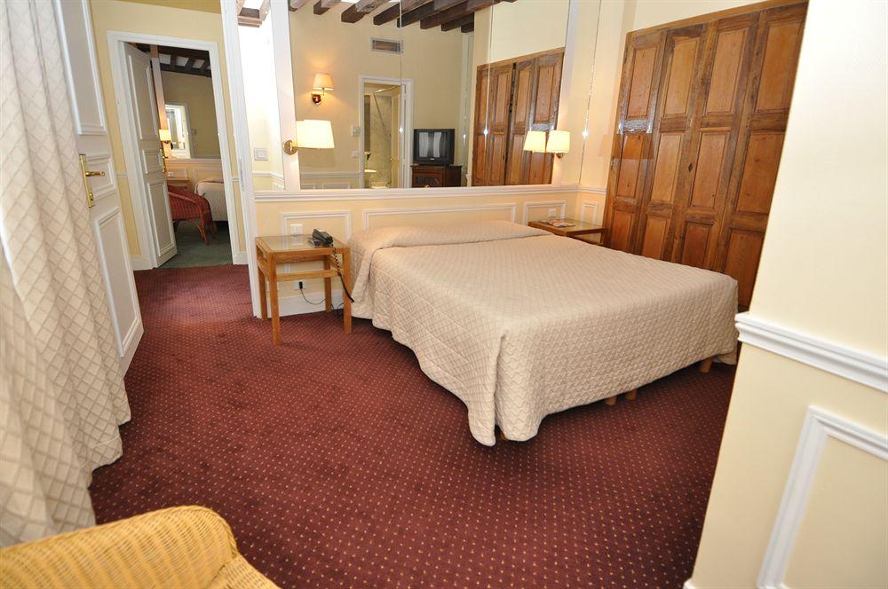 Hotel saint paul le marais paris compar dans 4 agences for Appart hotel 15eme