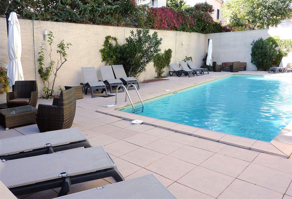 Hotel residence atrium aix en provence compar dans 2 for Appart hotel fuveau