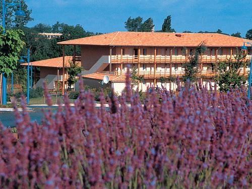 Hotel novotel la rochelle centre la rochelle compar for Appart hotel jonzac