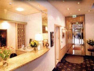 top conrad hotel de ville munchen munich compar dans 3 agences. Black Bedroom Furniture Sets. Home Design Ideas