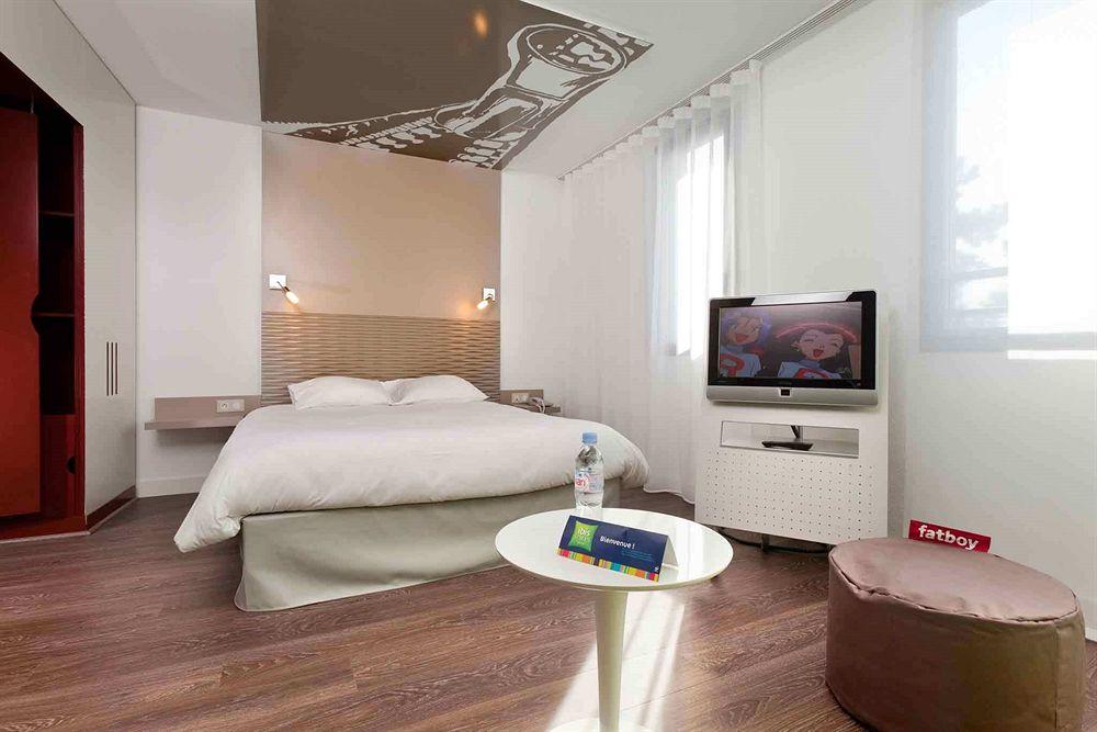 hotel ibis styles lille aeroport lesquin compar dans 3 agences. Black Bedroom Furniture Sets. Home Design Ideas