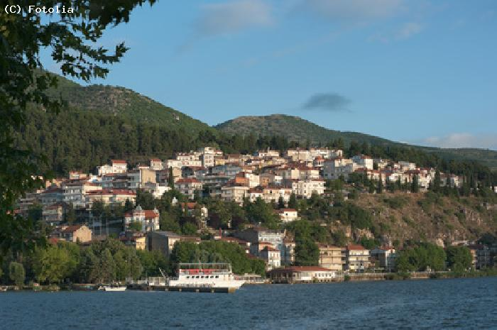 Village et lac de Kastoria - Macedoine
