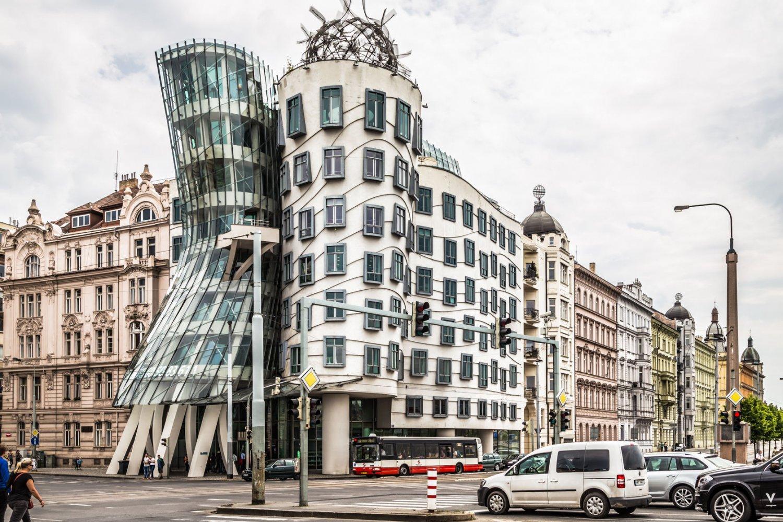 L Intrigante Maison Dansante De Prague Attire Tous Les Regards