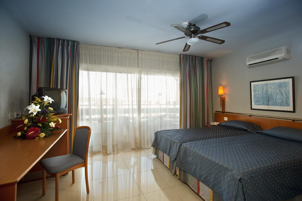 s jour dans l 39 tablissement hotel ifa interclub atlantic las palmas avion 7 nuits tout compris. Black Bedroom Furniture Sets. Home Design Ideas