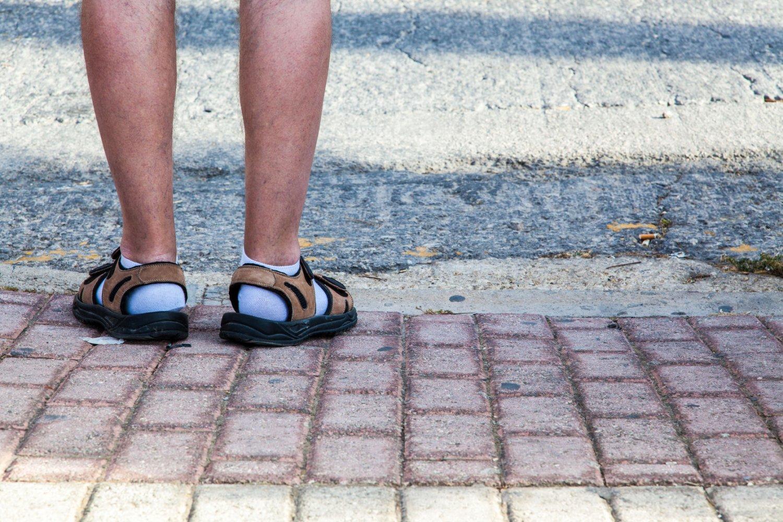 05937934d2c Pourquoi Tant De Touristes Allemands Mettent Des Chaussettes Dans Leurs  Sandales