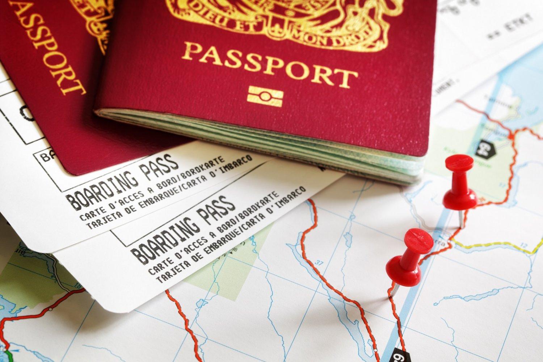 Un passeport et des billets avion